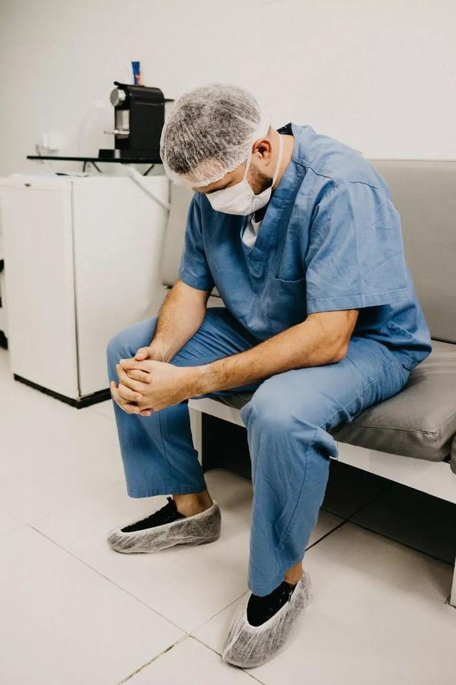 学医催人老!科学家发现,医生DNA的衰老速度比普通人快了六倍